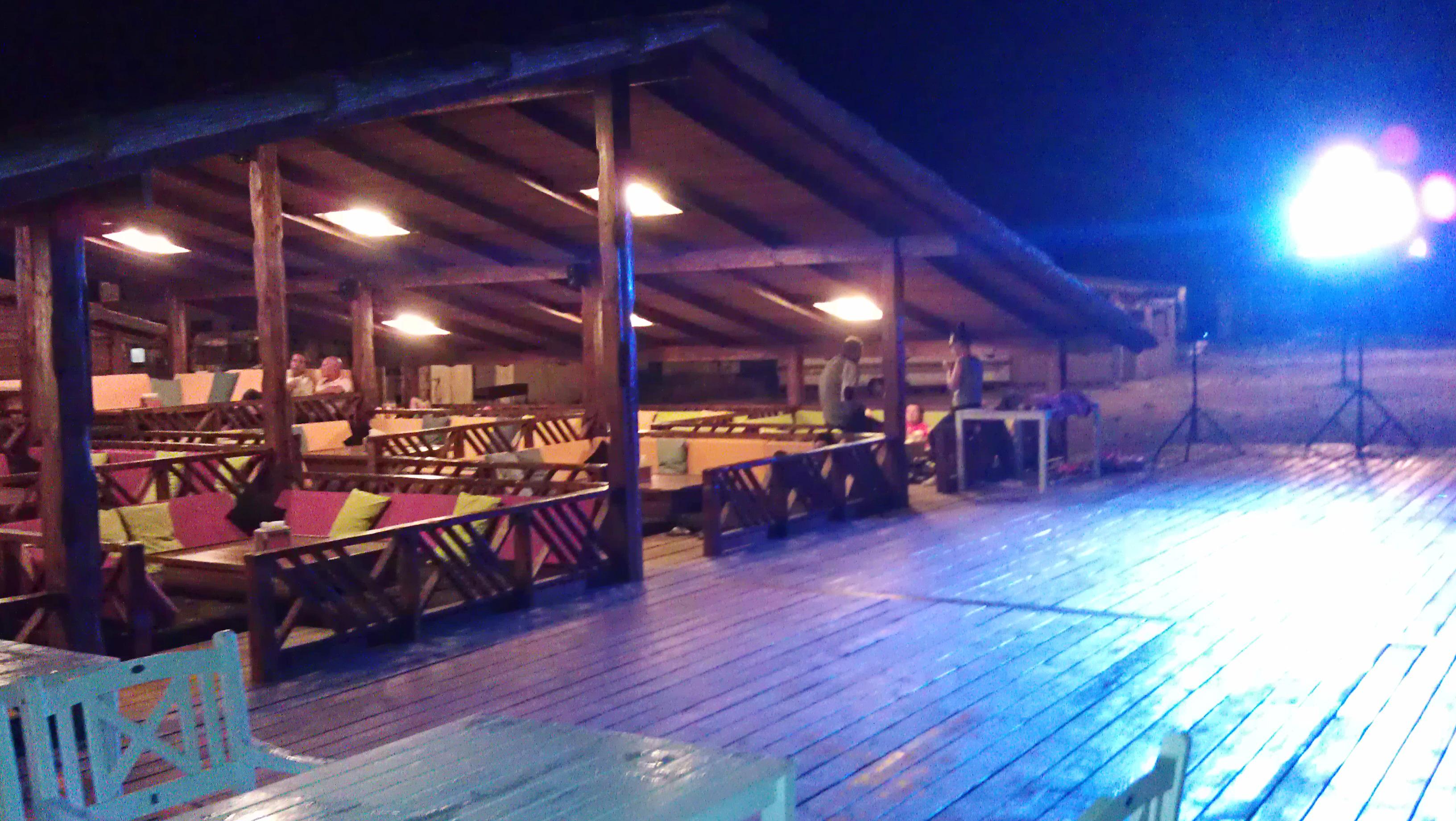 Bikini Lounge Bar ночью (Оленевка, Крым)